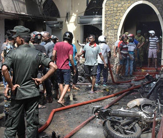 Тысячи туристов спешно покидают Шри-Ланку - СМИ