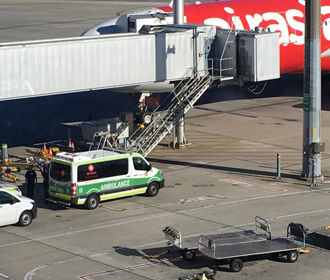 Младенец умер на борту самолета AirAsia