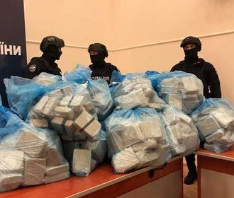 Полиция принесла на брифинг 300 кг героина