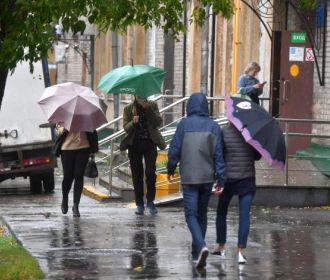 В ближайшие дни в Украине сохранится относительно теплая дождливая погода