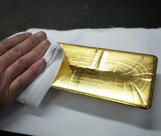 Цена на золото поднялась до рекордного уровня
