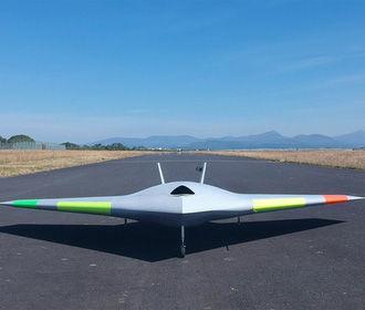 Испытан первый в мире самолет без закрылков