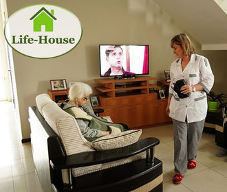 Как живут пожилые люди в доме престарелых в наше время?