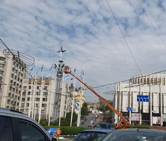 На Европейской площади установили эмблему НАТО