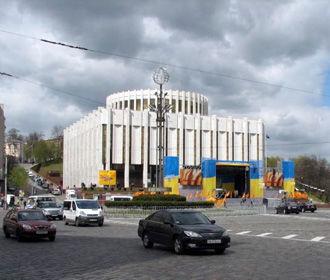 Вятрович считает странной идею переноса администрации президента в Украинский дом
