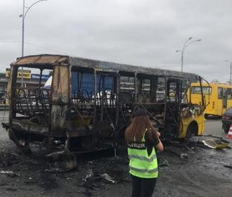 "Маршрутку на ""Лесной"" в Киеве подожгли - полиция"