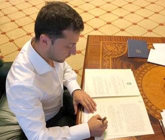 Зеленский подписал закон об увеличении стипендии детям-сиротам