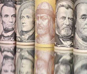 НБУ в понедельник купил на межбанке $215 млн