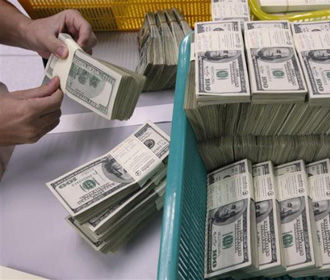 НБУ повысил курс доллара до максимума за 3,5 месяца