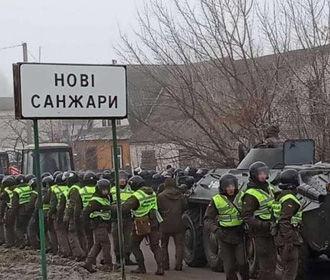 Протестующие в Новых Санжарах грозят ночью сжечь санаторий, где разместят украинцев из Уханя