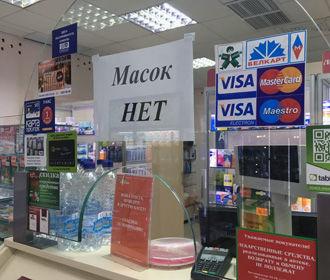Кабмин запретил больным COVID-19 посещать аптеки и продуктовые магазины