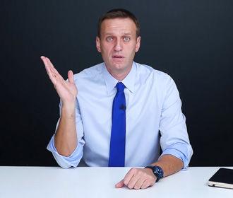 Навальный перед вылетом в Москву выпивал до поздней ночи - Mash