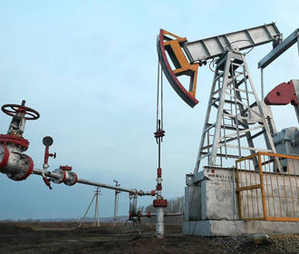 Нефть дешевеет из-за неопределенности