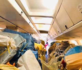 Укрпочта отправила посылки в США на пассажирском самолете