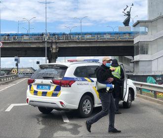 Начальник полиции Киева ведет переговоры с человеком, который угрожает взорвать мост Метро