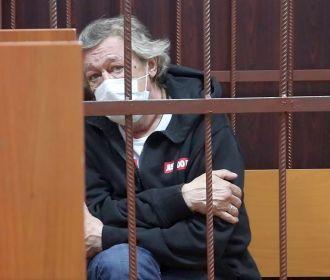 Жизни Михаила Ефремова грозит опасность - адвокат