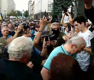 Сторонники Порошенко пришли под Офис президента