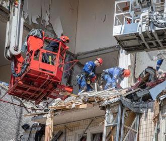 Спасатели планируют до вечера разобрать завалы разрушенного дома на Позняках – Геращенко