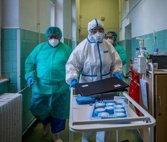 Количество больных COVID-19 снизилось в 10 областях Украины – СНБО