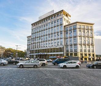 """Приватизацию отеля """"Днепр"""" пытаются отменить через суд"""