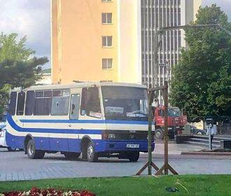 Геращенко: человек, удерживающих заложников в Луцке, не дает возможности передать им воду и еду