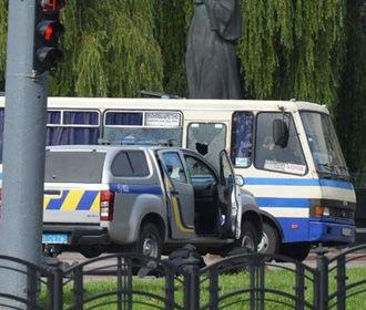 Трое заложников покинули автобус в Луцке
