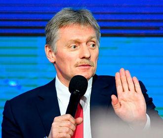 """Песков назвал """"пустым шумом"""" обвинения Путина в причастности к вероятному отравлению Навального"""