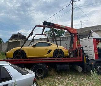 В Киеве угнали Porsche при помощи эвакуатора