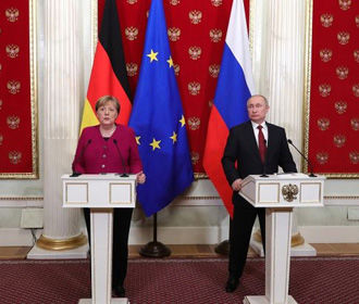 Тон Меркель в отношении РФ ужесточился из-за ситуации с Навальным - Bloomberg