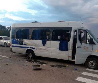 Три человека получили тяжелые ранения в результата обстрела автобуса националистами, убитых нет