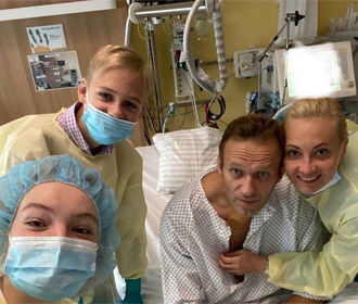 Навальный потребовал вернуть ему одежду