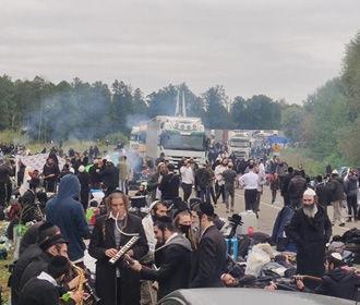Власти Израиля призывают паломников-хасидов вернуться на родину из Белоруссии