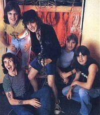 Басист AC/DC заявил об уходе из группы