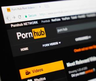 Pornhub удалил миллионы видео