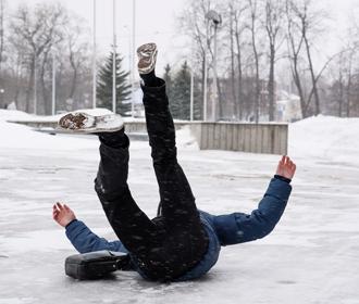 В Киеве за зиму из-за гололедицы травмировались более 6,3 тыс. человек