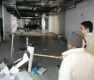 Индийские рабочие устроили погром в офисе завода по сборке iPhone, протестуя против плохих условий труда