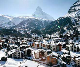 Более 400 британцев сбежали из карантина на горнолыжном курорте в Швейцарии