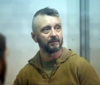 Суд смягчил меру пресечения Антоненко, обязав его только ночевать дома