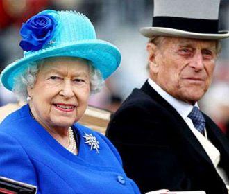 Елизавета II рассказала, что перенесла прививку от COVID-19 безболезненно