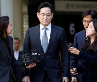 Главу Samsung приговорили к 2,5 годам за коррупцию