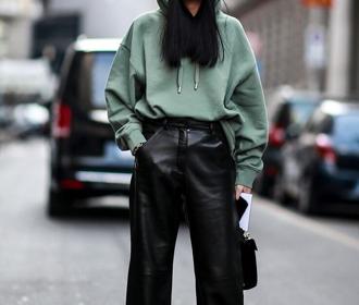 С какой одеждой носить женские худи?