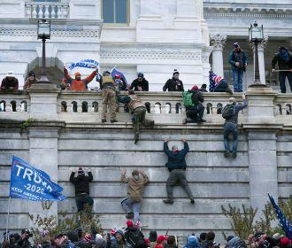 СМИ: более 535 американцам предъявили обвинения в штурме Капитолия 6 января