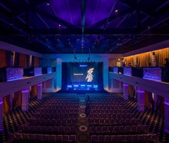 Современный конференц-зал – идеальное место для проведения крупных деловых мероприятий