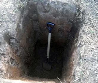 Похороненный заживо знахарь пообещал воскреснуть и не воскрес