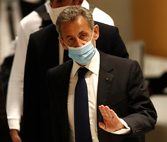 Суд признал Саркози виновным в коррупции