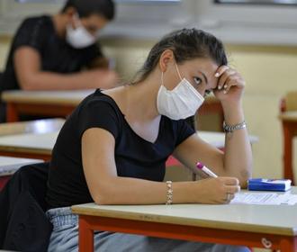 Задействованные в ВНО педагоги смогут в первую очередь получить вакцину Sinovac