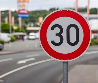 Киев начинает программу по снижению скорости автомобилей до 30 км/час в жилых районах