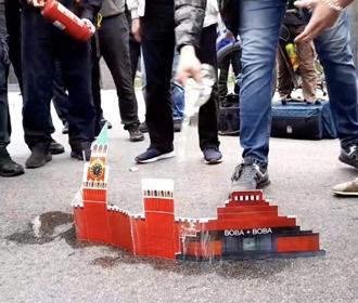 Москва передала Украине ноту протеста из-за акции под посольством России в Киеве