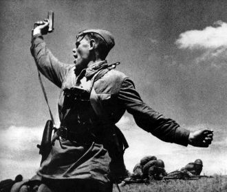В Думу России внесли законопроект о запрете публично отождествлять роли СССР и Германии в войне