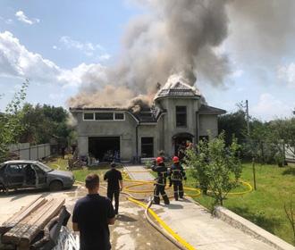 На Прикарпатье спортивный самолет упал на дом, четыре жертвы